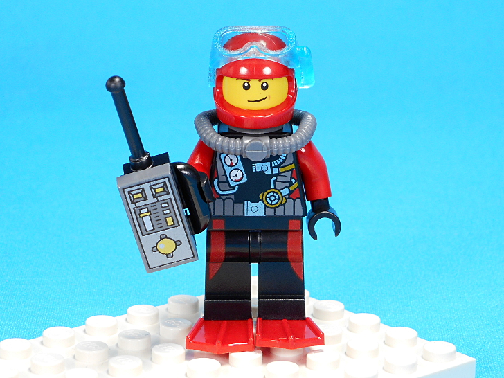 男性ダイバーと無線機