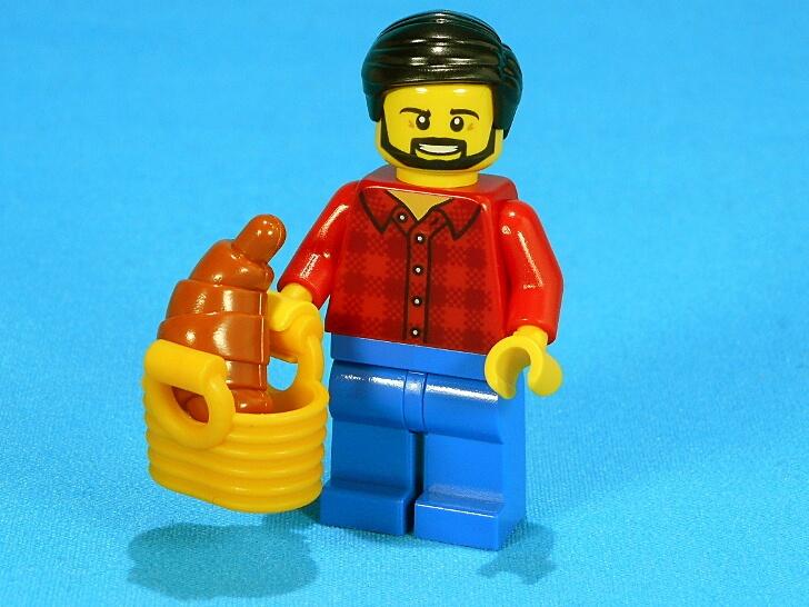 クロワッサンが大好きなラウンド髭の男性