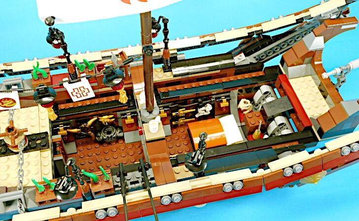 甲板の一部と船尾楼を取り除いたところ