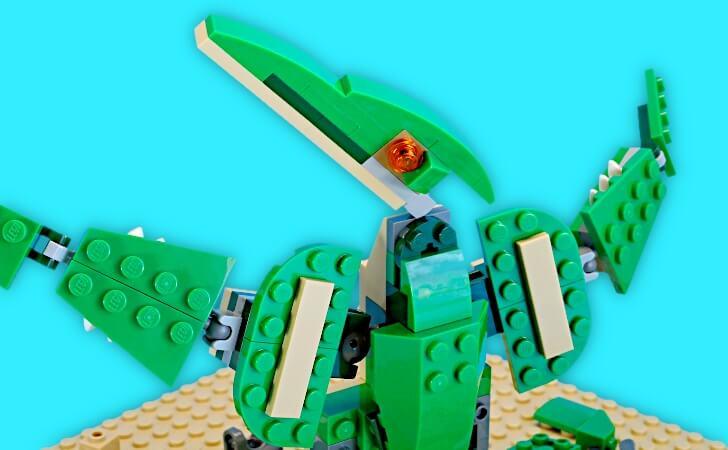 顔を向けるレゴ プテラノドン